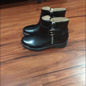 Girls boots size 11.